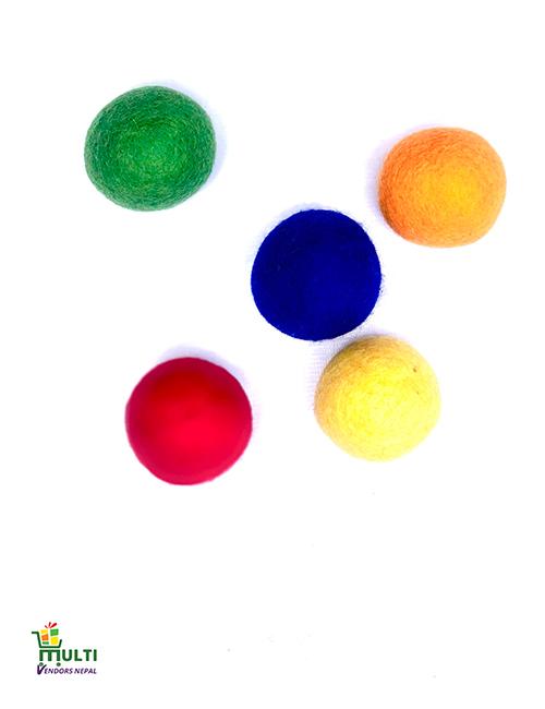 SET OF MULTICOLORED BALLS-006
